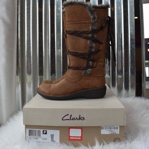 Clarks Tan Boots with Tie Closure Size 5 New!